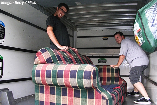 How to unload a moving truck