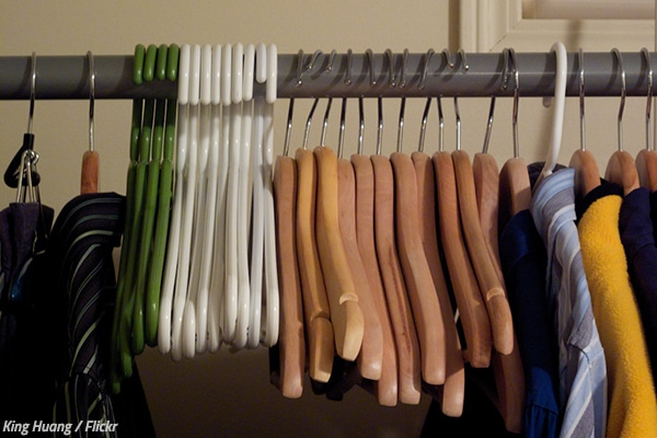 How to pack hangers when moving