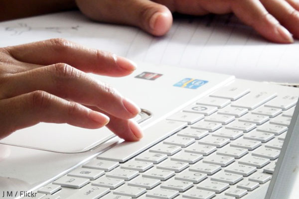 Tips for writing effective and helpful reviews of moving companies.