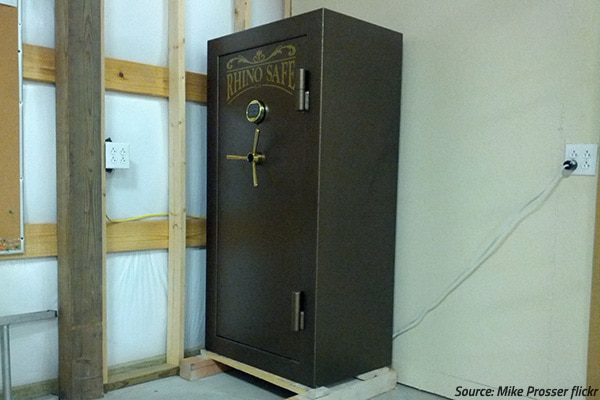 How to move a heavy safe by myself? 5 safety safe moving tips