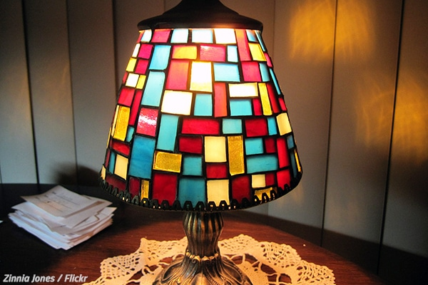 How to pack lamps when moving home