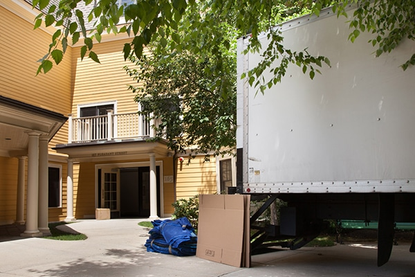 What to know when using a moving company for the first time