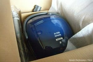 How to pack a vacuum cleaner for moving