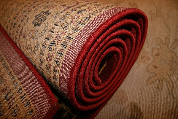 How to pack rugs and carpets when moving