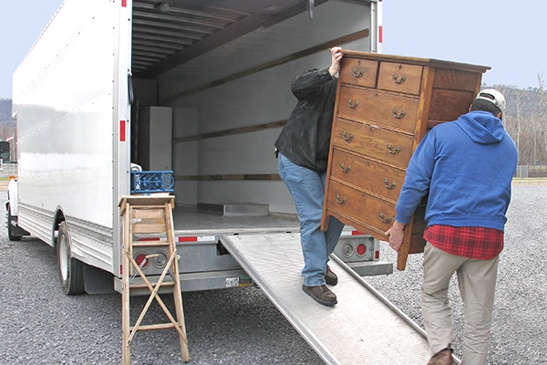 https://moving.tips/wp-content/uploads/2018/09/local-movers.jpg